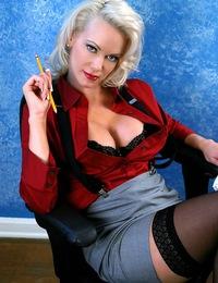 BarbaraMoore-sexygrayskirt
